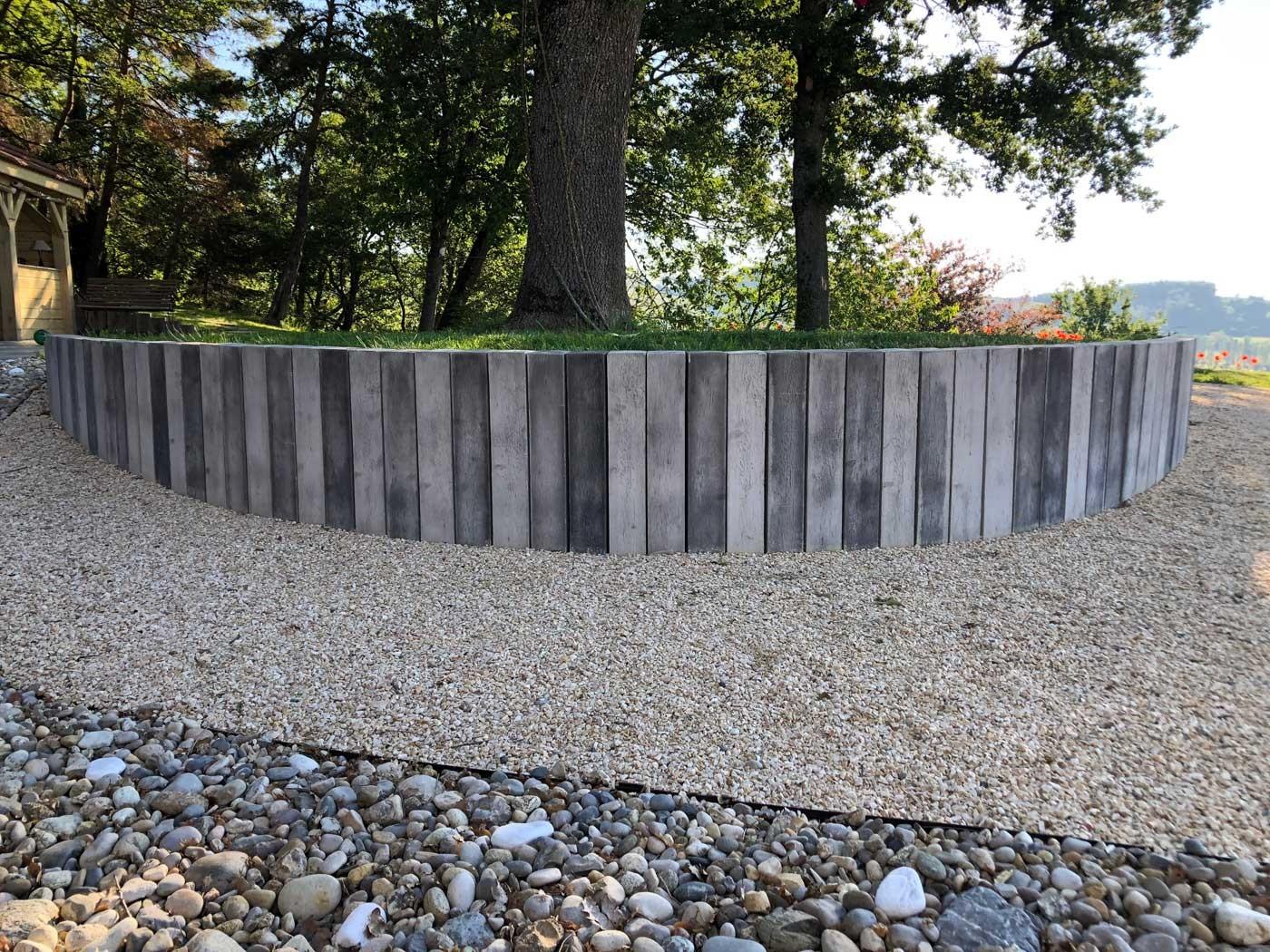 Bordure De Jardin En Pierre Reconstituée Poutre Bois Blanchi ... pour Bordure Jardin Imitation Pierre