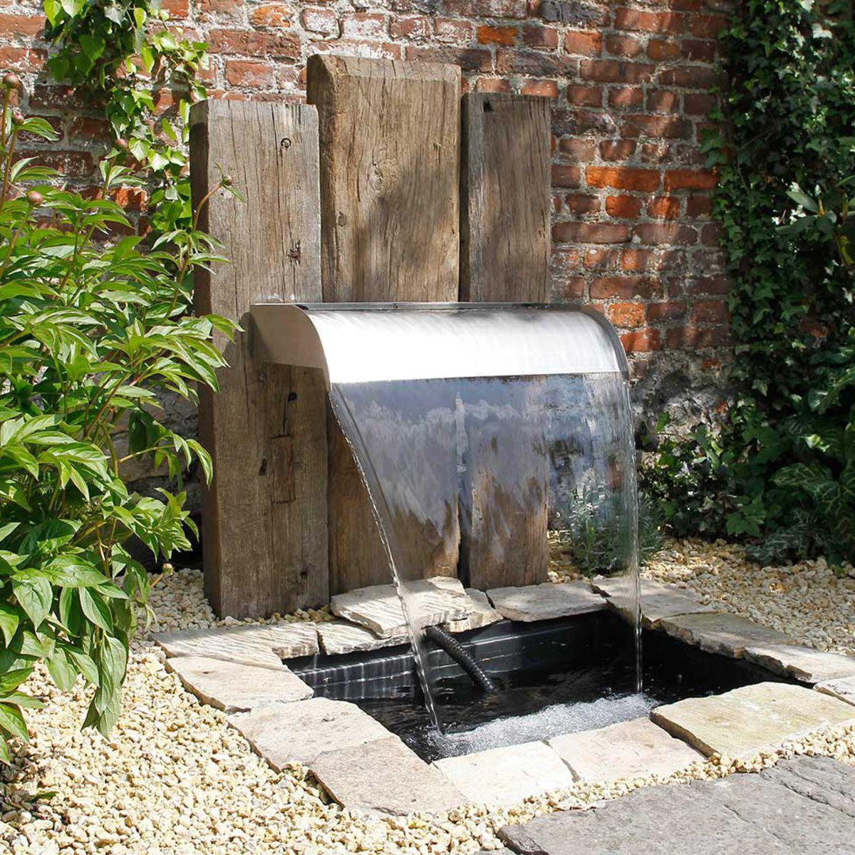 Fontaine De Jardin : L'atout Fraîcheur À L'extérieur : Femme ... pour Fontaine Exterieure De Jardin