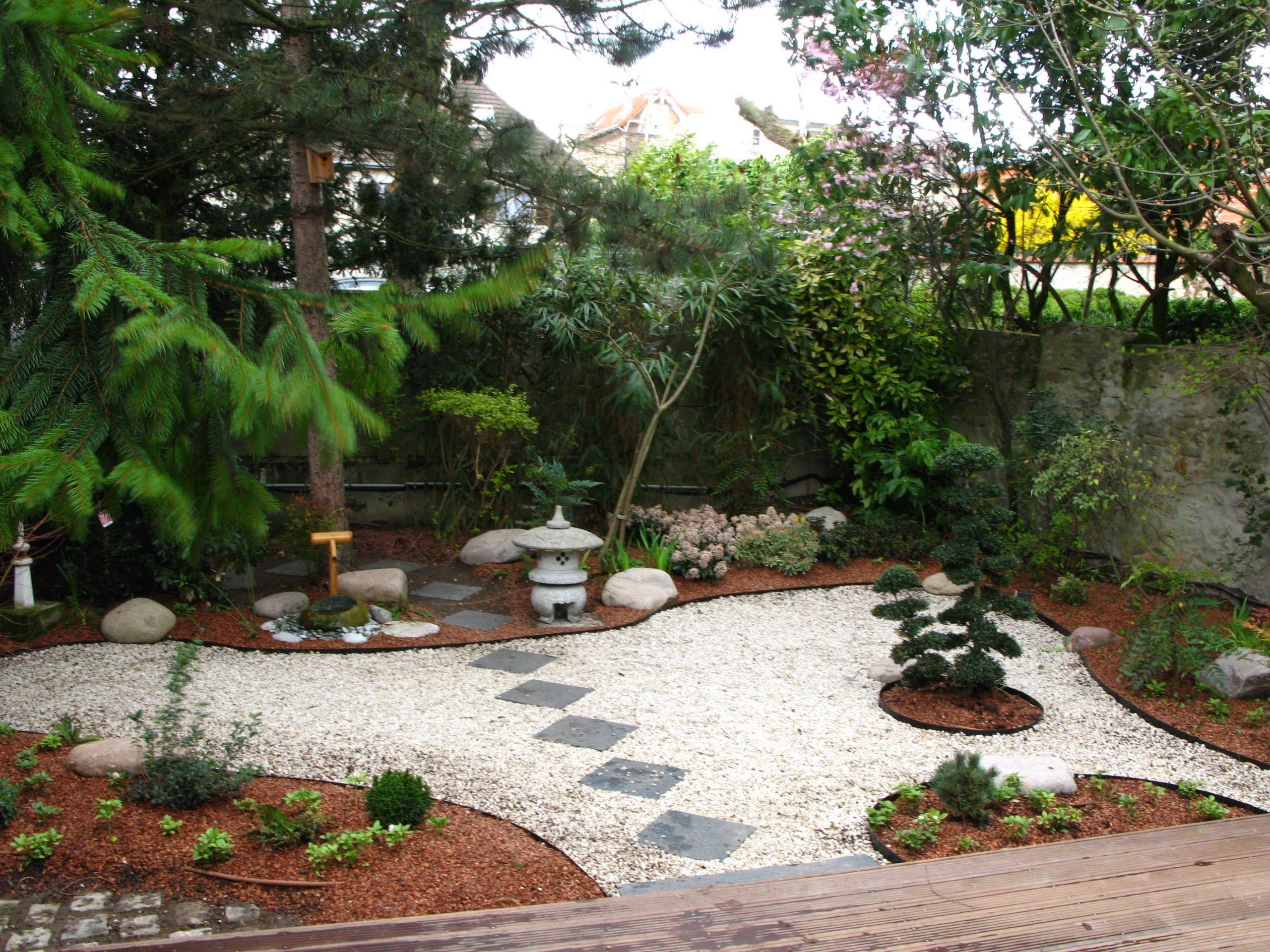 Un Jardin À La Japonaise | Jardin Japonais, Déco Jardin encequiconcerne Comment Réaliser Un Jardin Zen