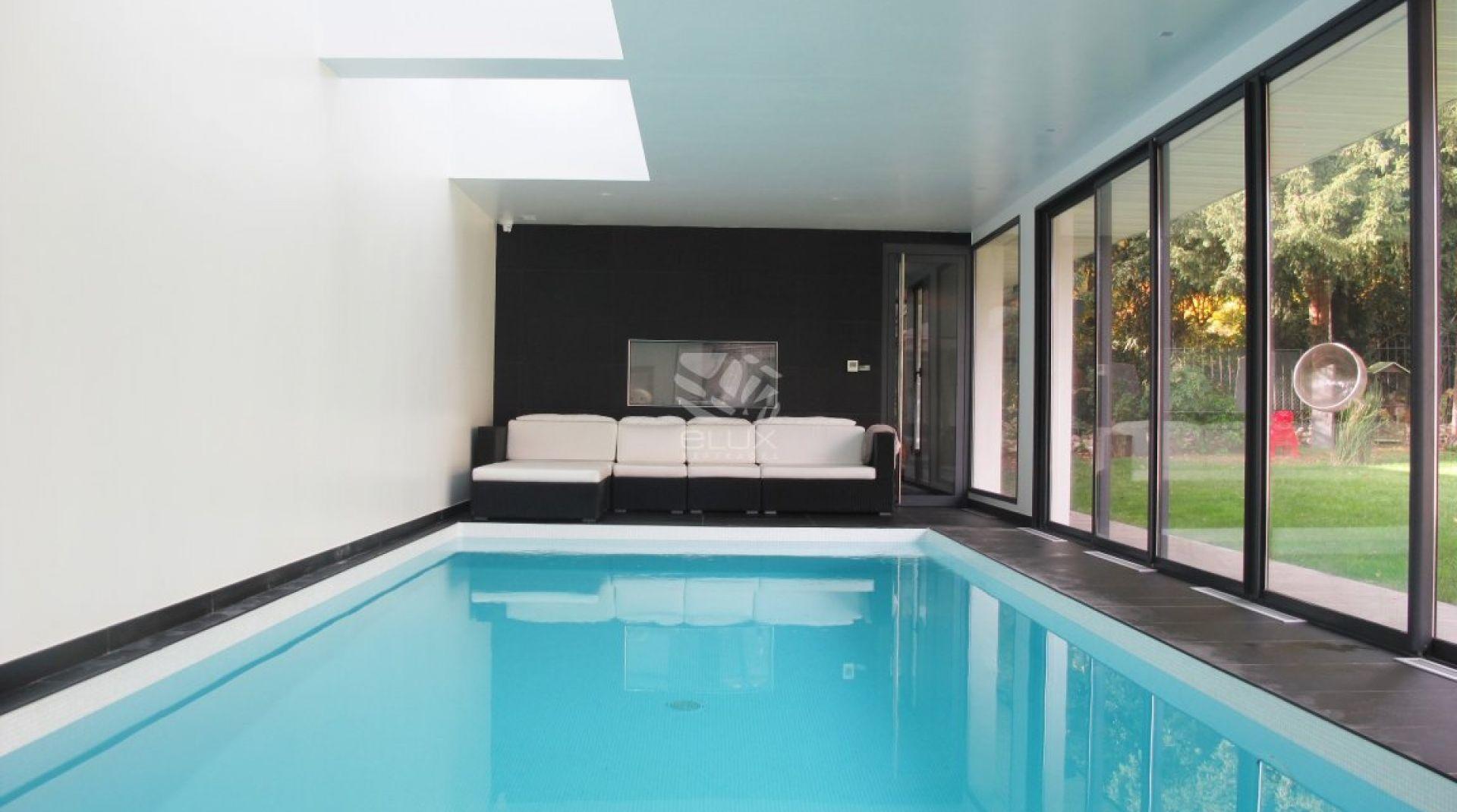 92) Maison D'architecte Avec Piscine Intérieure, Hammam Et ... avec Maison Piscine Intérieure