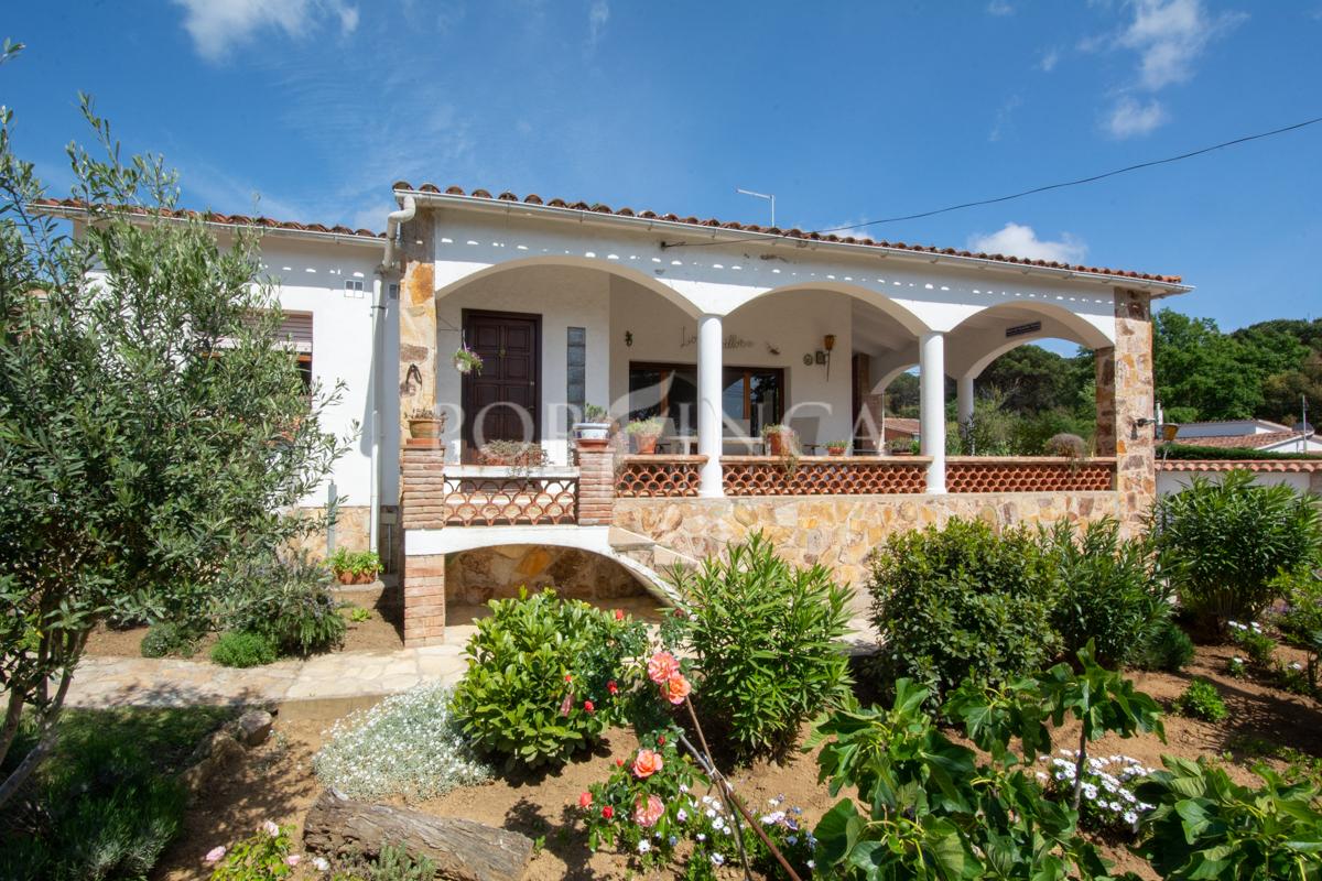 Belle Maison De Plain Pied Avec Piscine Et Très Grande ... intérieur Maison Avec Terrasse Couverte