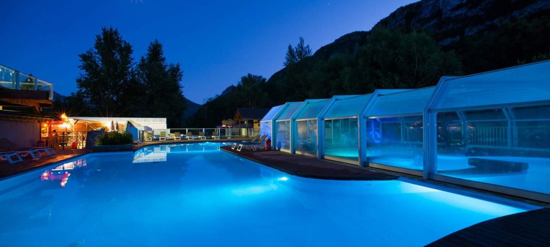 Camping Annecy Avec Piscine Et Toboggans Aquatiques Face Au ... dedans Camping Chamonix Avec Piscine