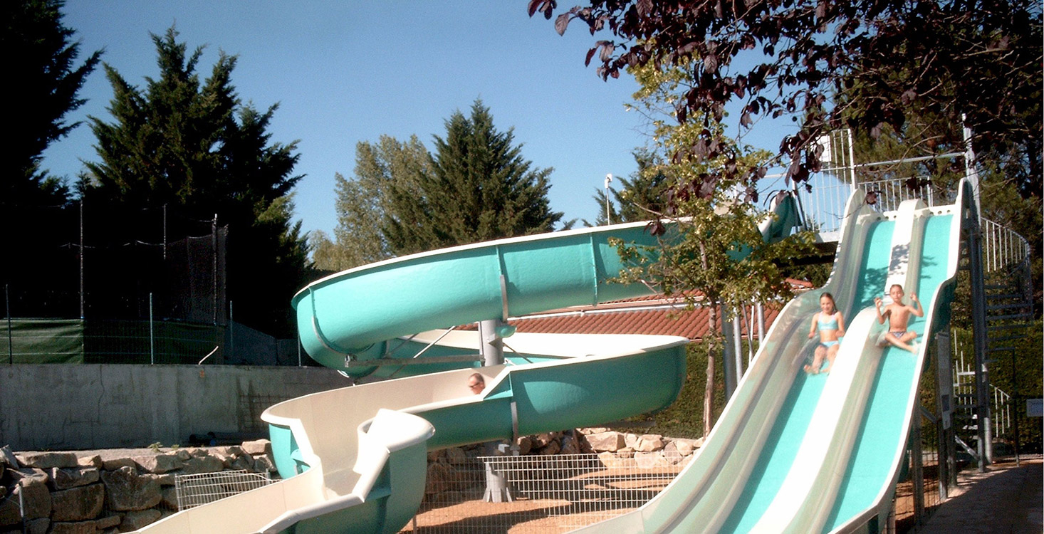 Camping Auvergne 4 Étoiles ¤ Parc Aquatique ¤ Clermont-Ferrand tout Camping En Auvergne Avec Piscine