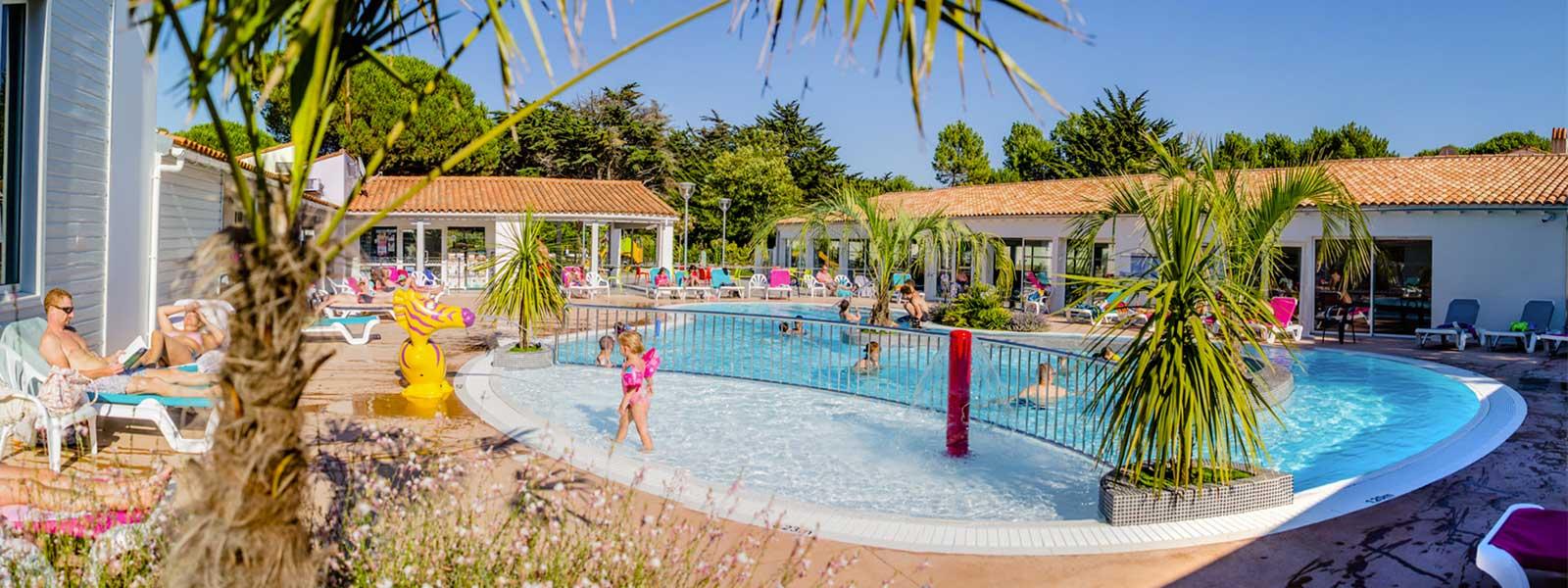 Camping Ile De Ré 4 Étoiles Au Bois Plage En Ré En Charente ... pour Camping Ile De Ré Avec Piscine Couverte