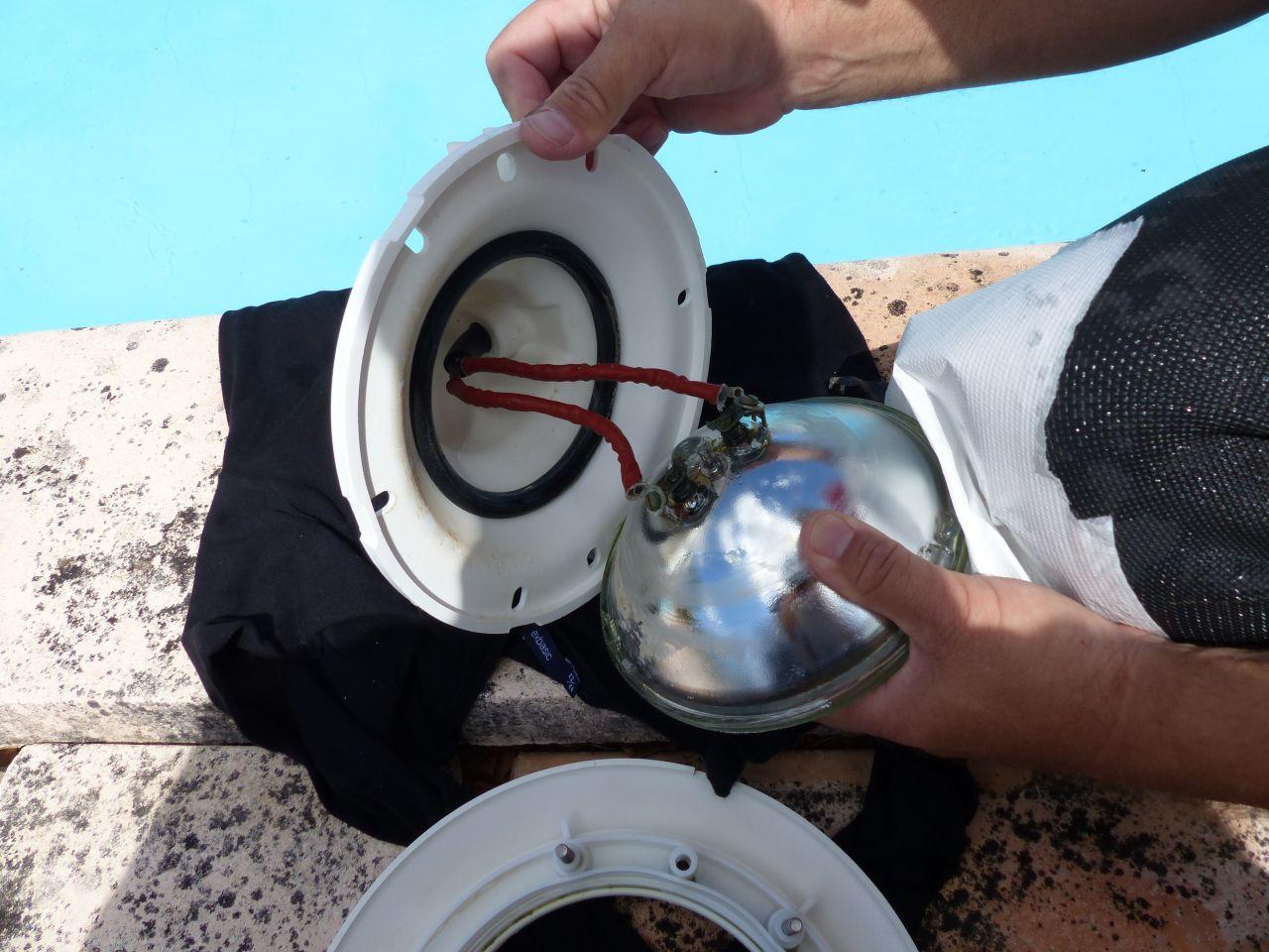Changement Projecteur Halogène Par Projecteur Led (12 ... dedans Changer Ampoule Piscine