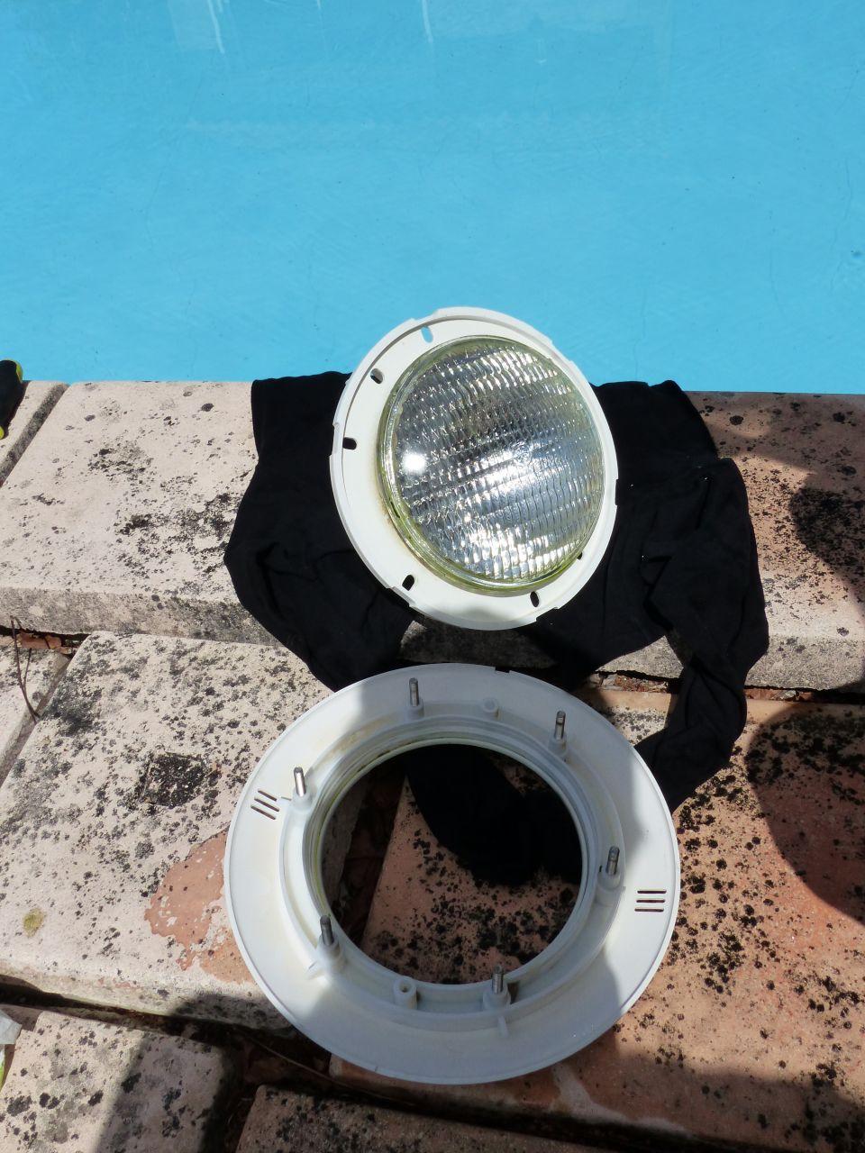 Changement Projecteur Halogène Par Projecteur Led (12 ... pour Changer Ampoule Piscine