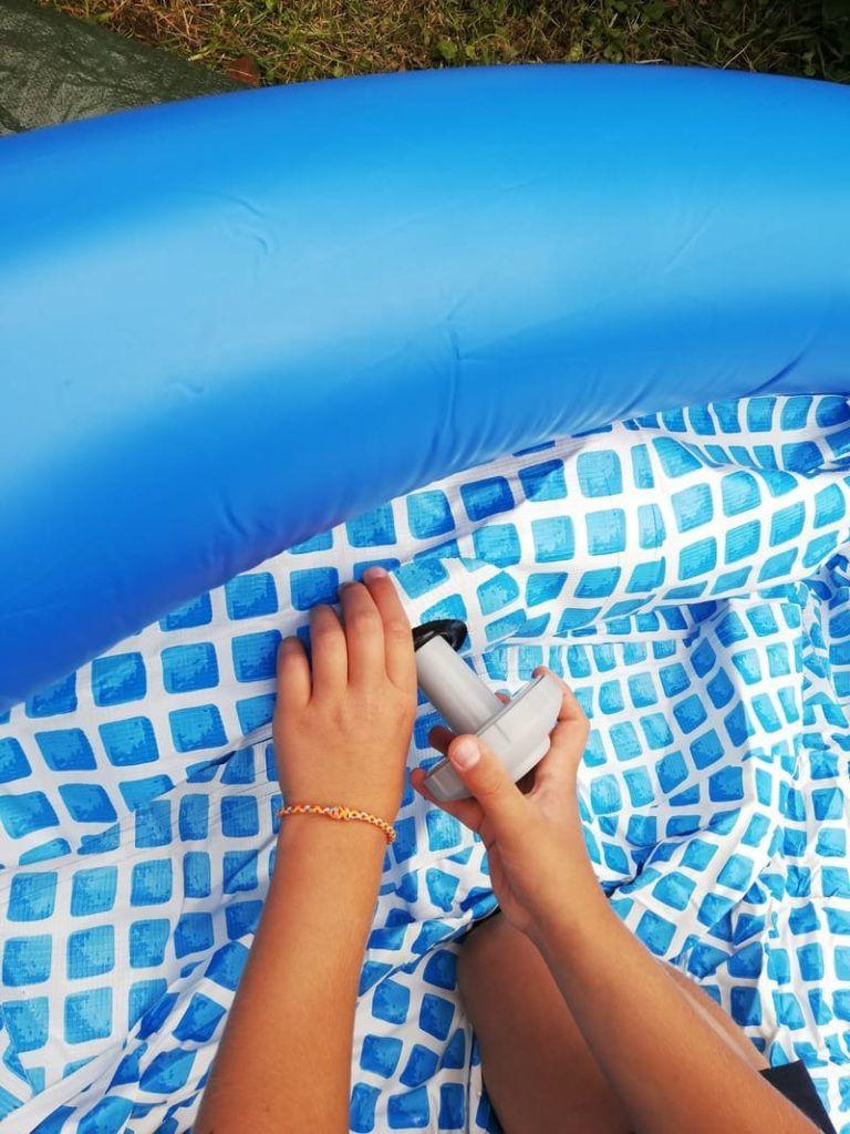 Comment Installer Une Piscine Autoportante Gonflable ... à Comment Réparer Le Boudin D Une Piscine Intex