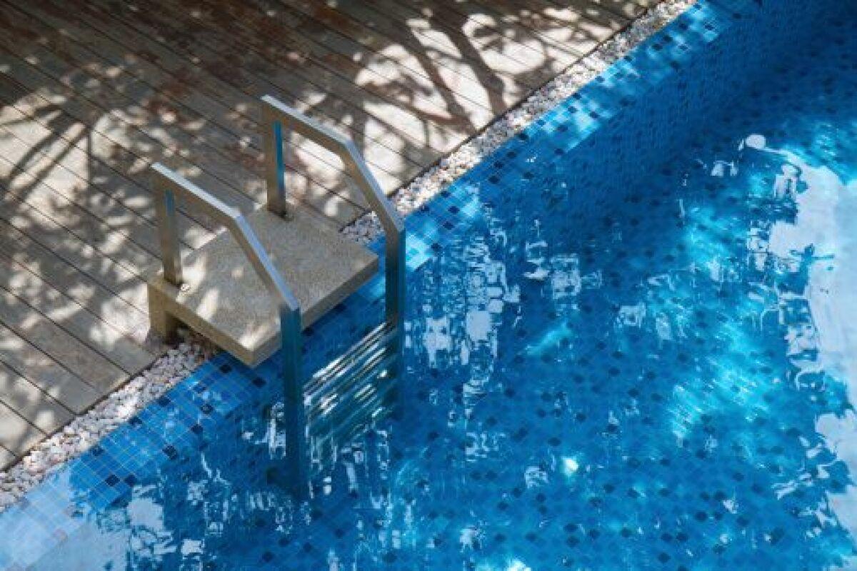 Fuite Ou Évaporation De Piscine : Le Test Du Seau - Guide ... encequiconcerne Evaporation Eau Piscine