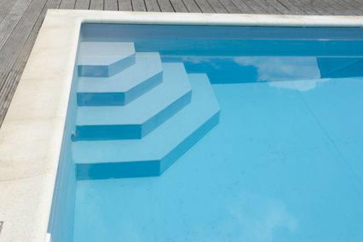 Les Escaliers De Piscine Avec Liner : Découpe Et Pose ... dedans Escalier Piscine À Poser Sur Liner