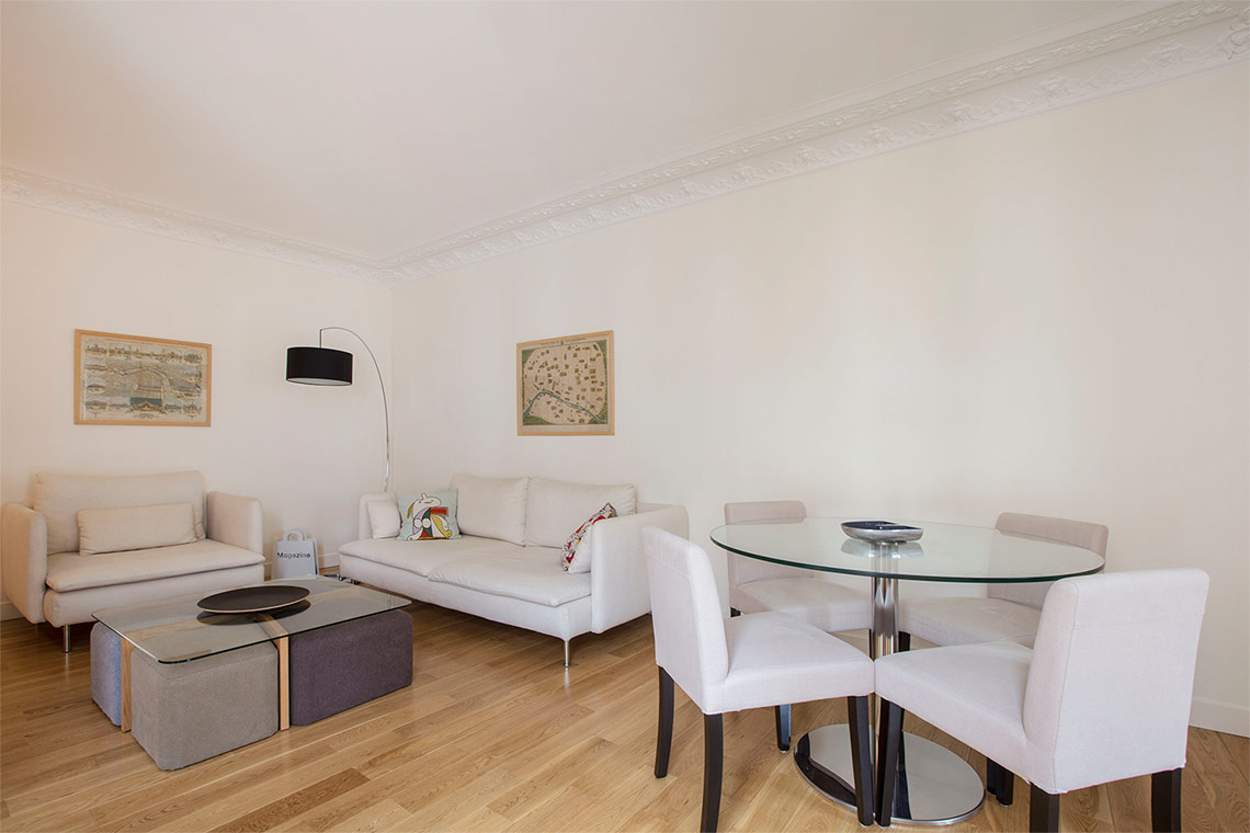 Location Appartement Meublé De 55 M2 Rue De Vintimille À Paris intérieur Canapé Italien Vintimille