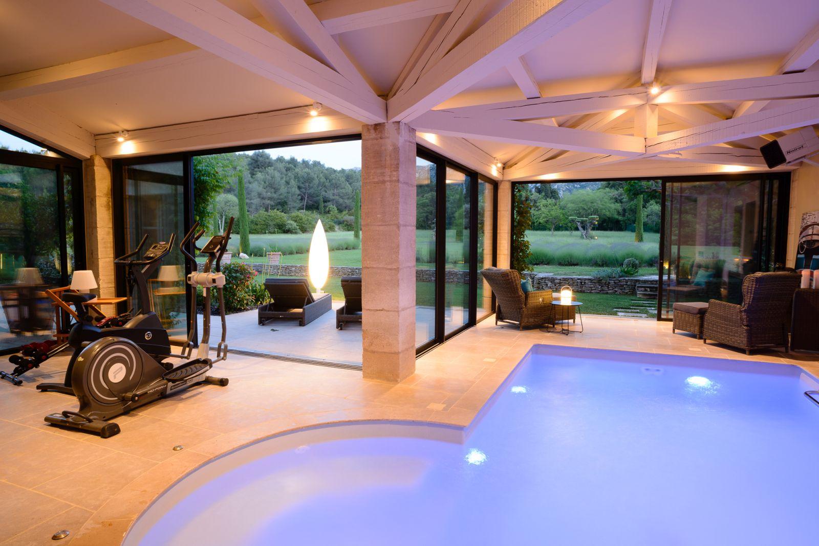 Location Villa Luxe Saint Remy De Provence Avec Piscine Privee Chauffee Et  Piscine Interieure tout Maison Piscine Intérieure