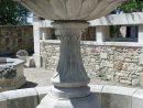 Magnifique Vasque En Pierre Sculptée De Godrons Sur Socle ... intérieur Fontaine De Jardin A Debordement