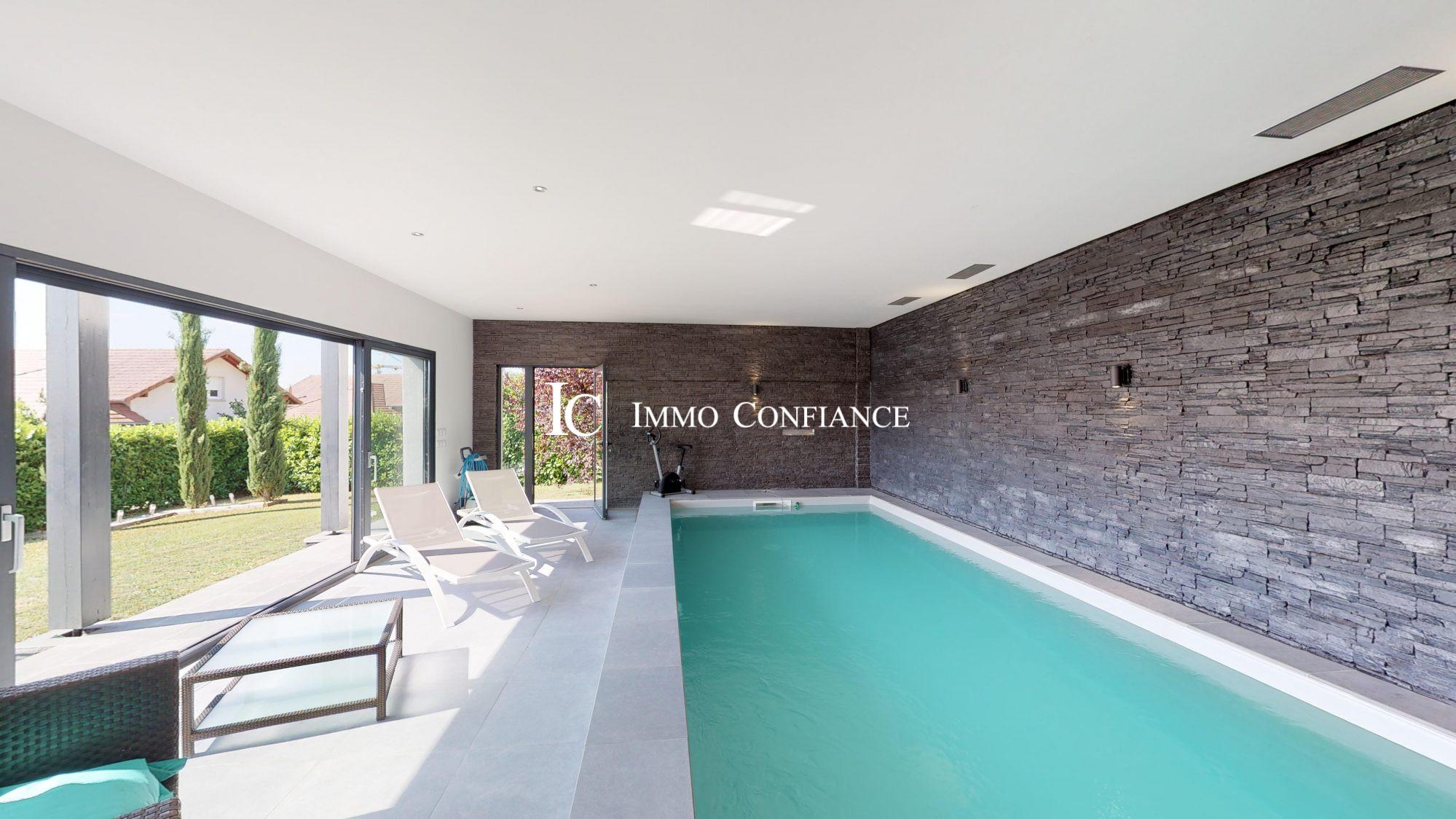 Maison Contemporaine Crozet (Pays De Gex) 246.01 M² serapportantà Maison Piscine Intérieure