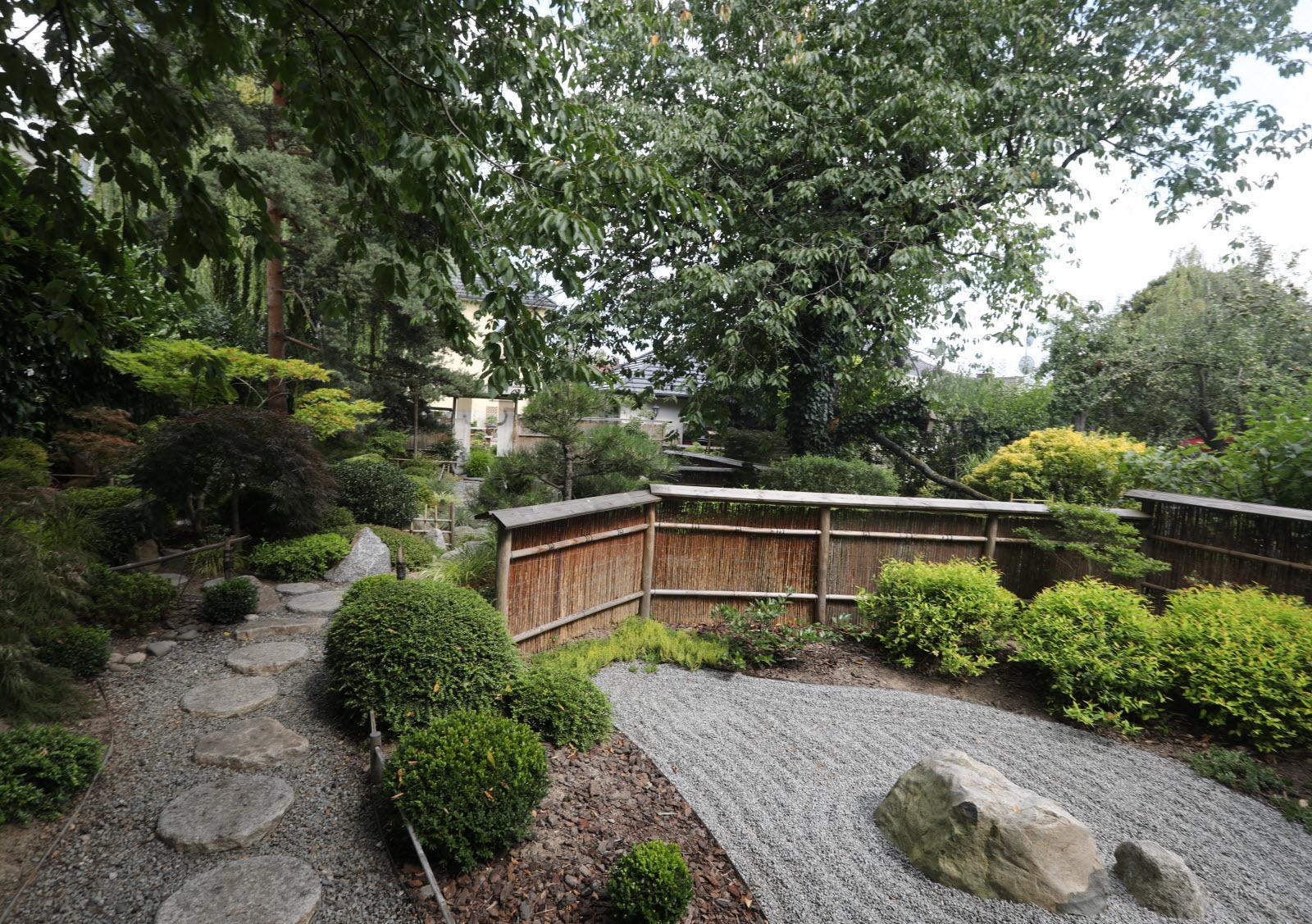 Mulhouse Dornach. Au Jardin Japonais : Des Pierres, Plutôt ... destiné Jardin Japonais Alsace