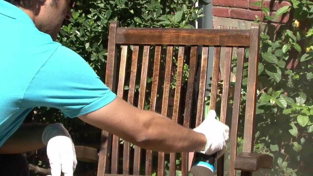 Rénover Le Mobilier De Jardin En Teck avec Peindre Un Salon De Jardin En Bois Exotique