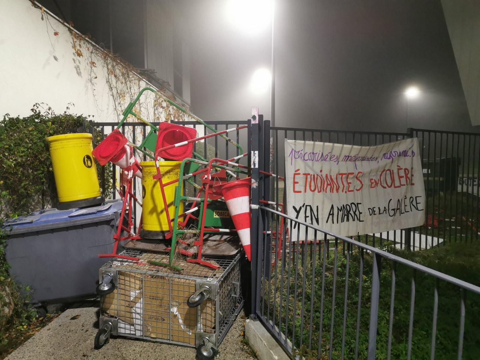 Rhône. Grève: Entre 21 000 Et 35 000 Personnes Ont Manifesté ... tout Mister Piscine Chassieu