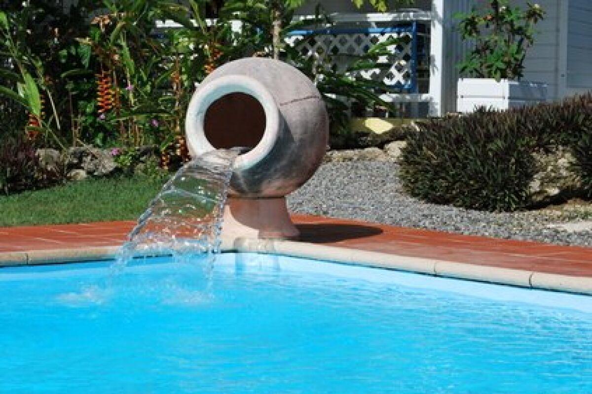 Une Fontaine Dans Votre Piscine - Guide-Piscine.fr intérieur Fontaine Pour Piscine