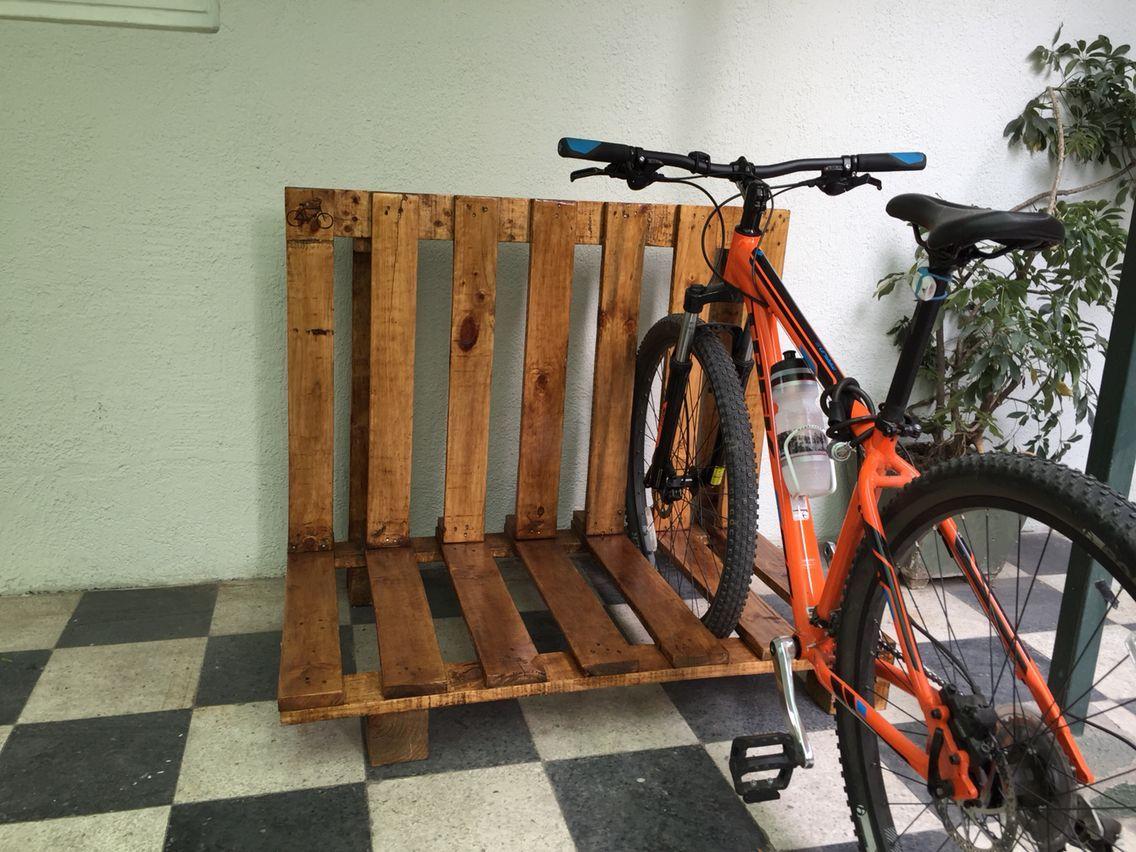 111 Reference Of Bike Rack Wooden Pallet In 2020 | Pallet ... encequiconcerne Range Vélo Palette