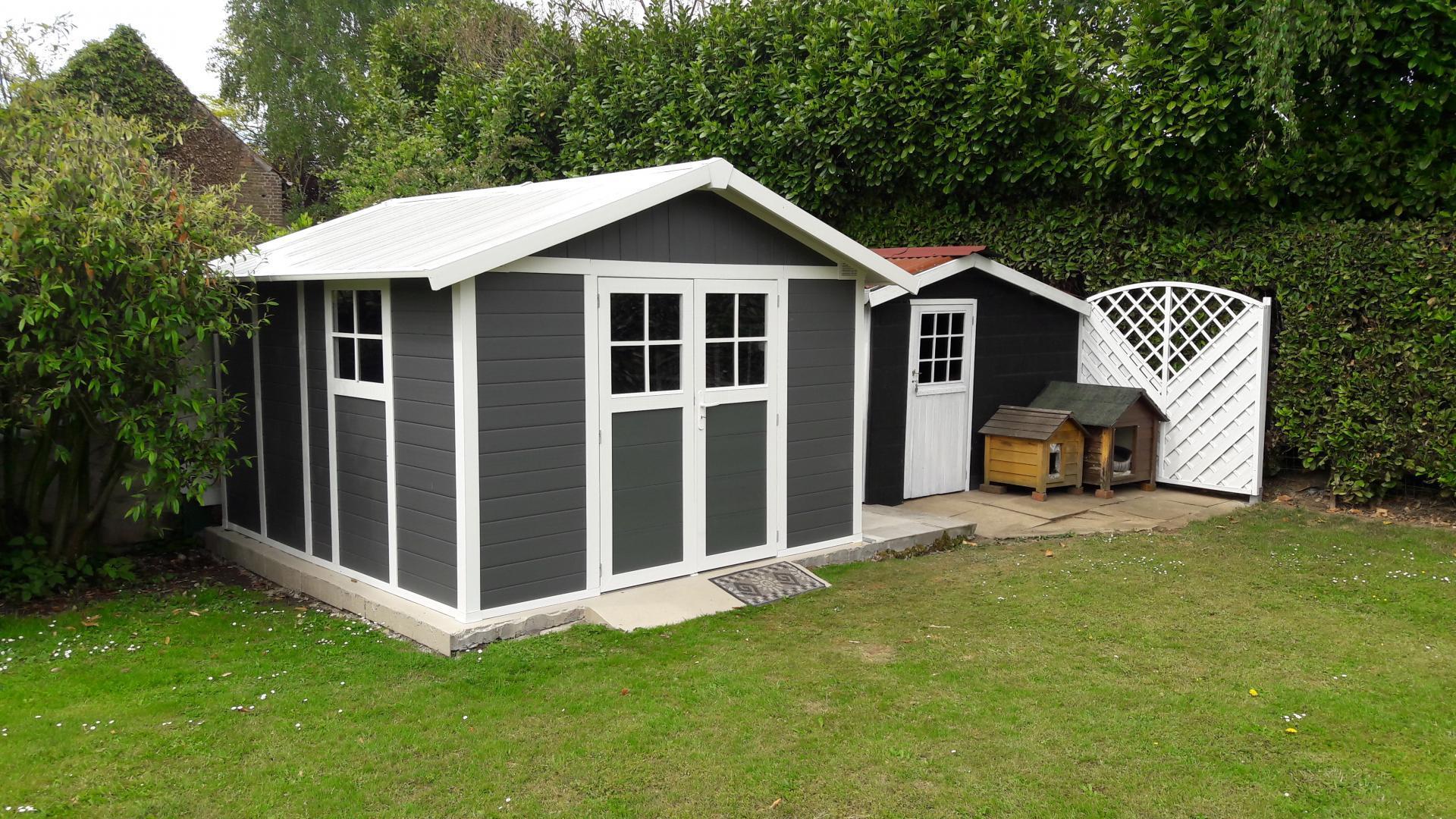 Abri De Jardin En Pvc 11,2M² Deco Gris Foncé Et Blanc Grosfillex concernant Abri De Jardin Résine Grosfillex 11 2 M2