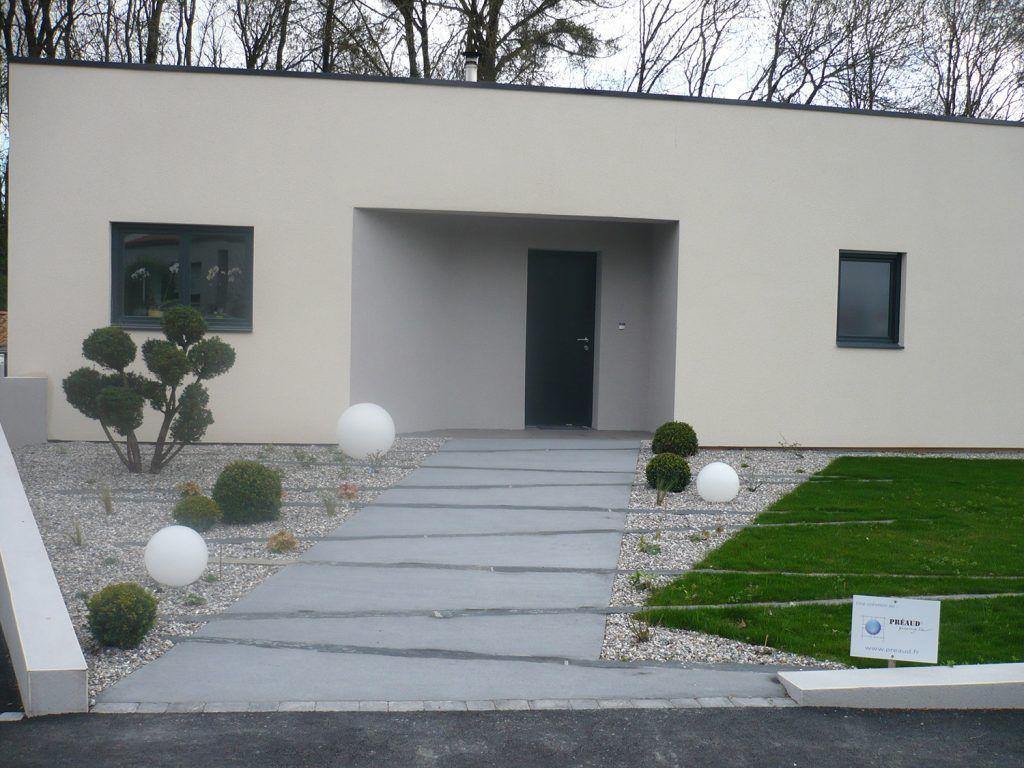 Allee Beton Balaye Et Piquet Schiste   Jardin Contemporain ... serapportantà Allée Entrée Maison Contemporaine