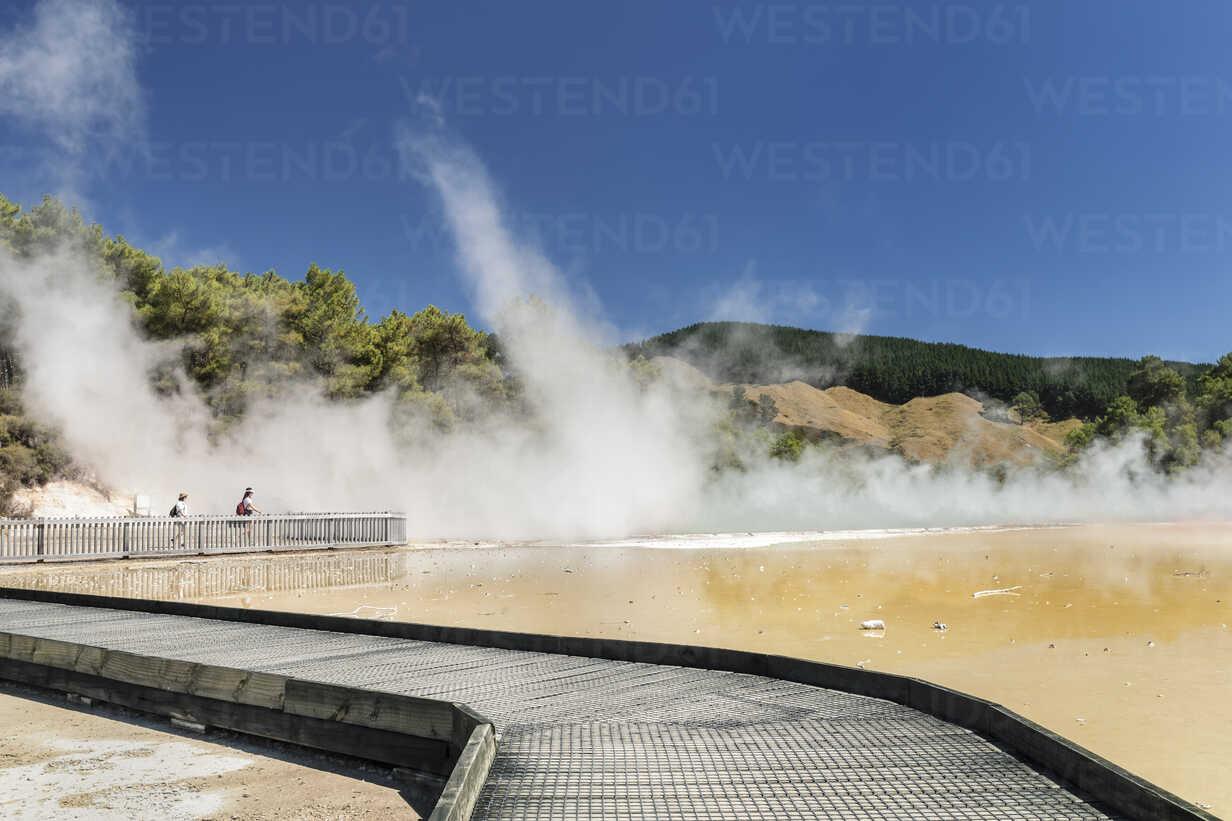 Champagne Pool, Wai-O-Tapu Thermal Wonderland, Rotorua, Bay ... dedans Piscine O'Bya