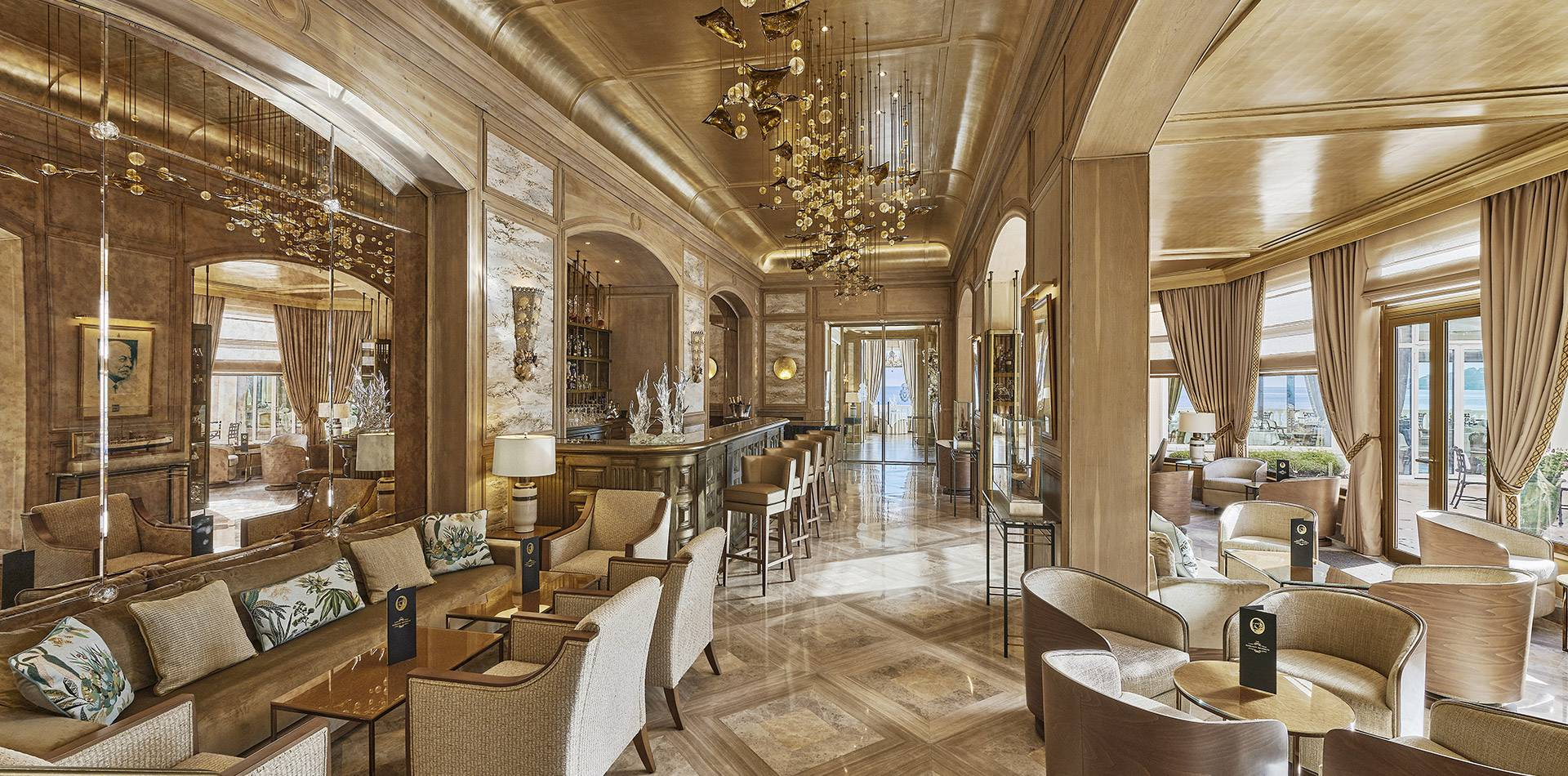 Die Bar Gordon Bennett   Luxusbar An Der Côte D'Azur avec Salon De Jardin Bennett