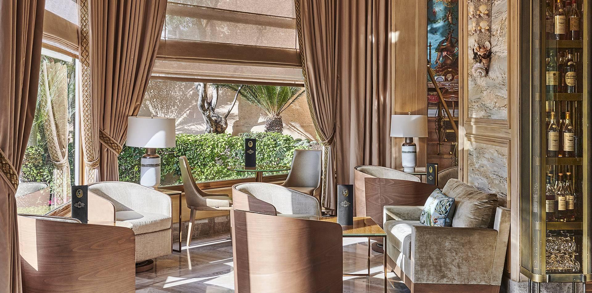 Die Bar Gordon Bennett | Luxusbar An Der Côte D'Azur encequiconcerne Salon De Jardin Bennett