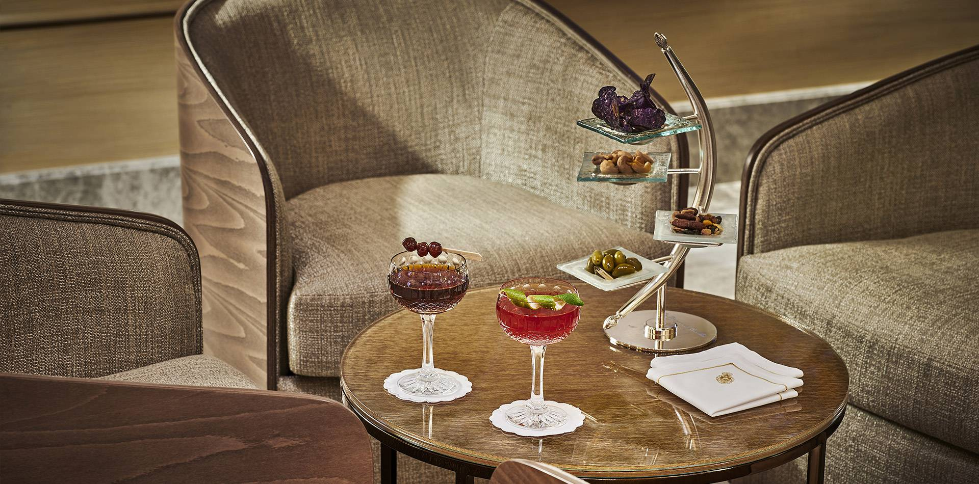 Die Bar Gordon Bennett | Luxusbar An Der Côte D'Azur intérieur Salon De Jardin Bennett