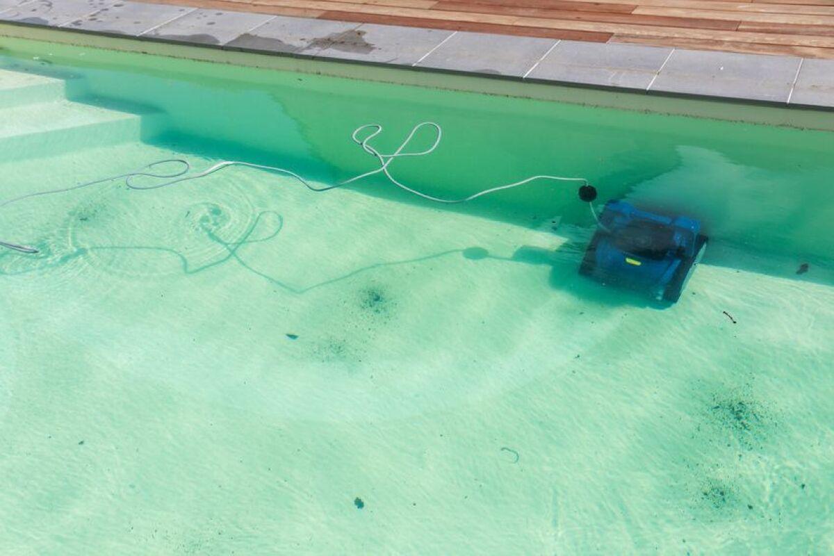 Est-Il Dangereux De Se Baigner Dans Une Piscine Verte ... pour Rattrapage Eau Verte Piscine Hors Sol