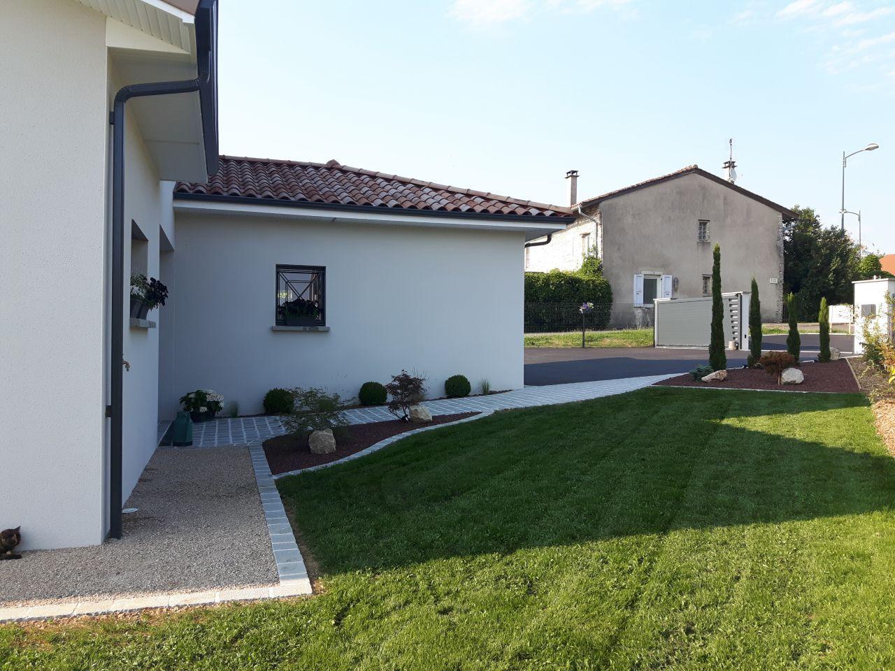 Extérieurs | Aménagement Jardin Devant Maison, Deco ... intérieur Aménagement Extérieur Maison Plain Pied