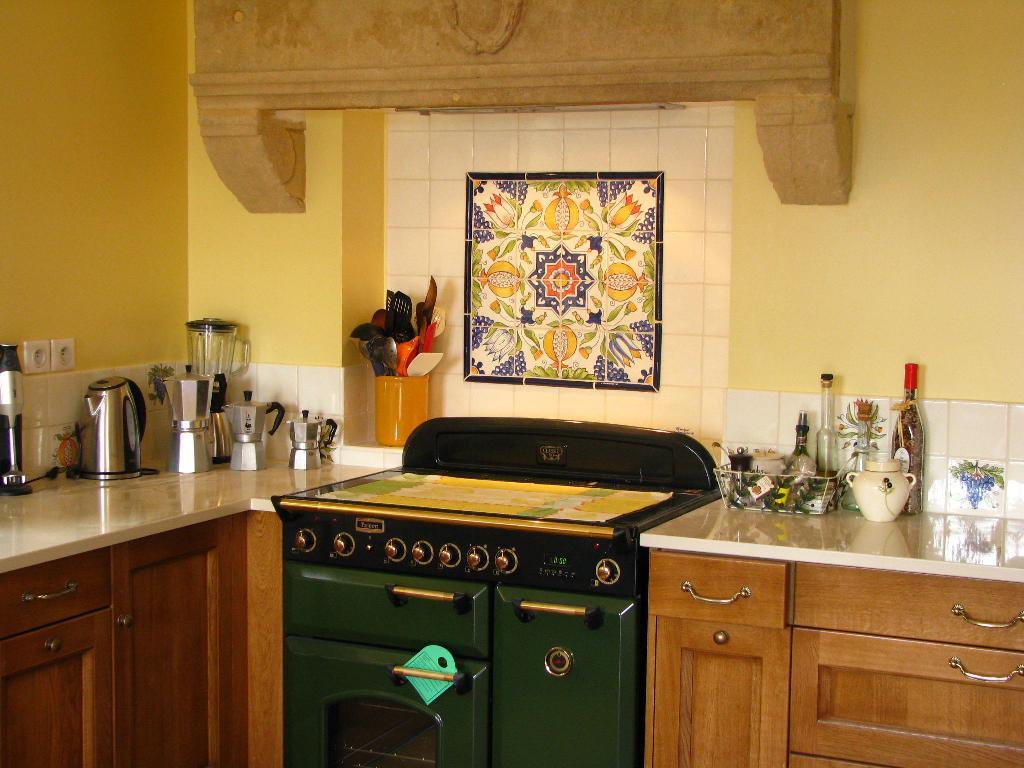 Faïence Et Carrelage Mural De Cuisine : Carreaux Artisanaux ... à Carrelage Cuisine Ancien