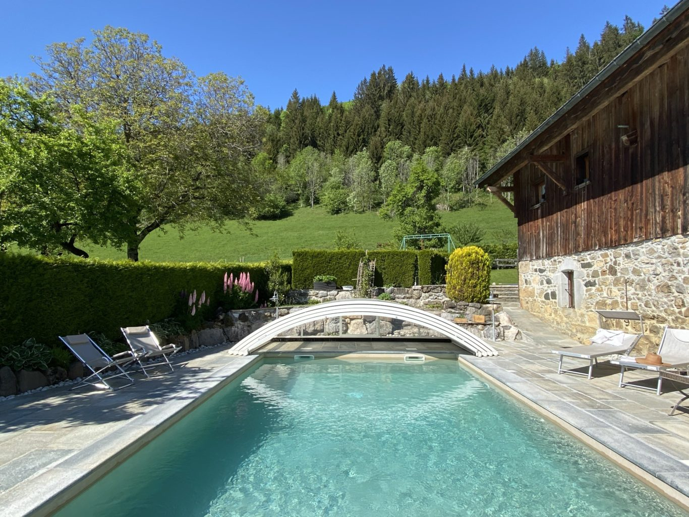 Gîte À La Montagne Avec Piscine - Location-Francophone à Piscine Rhone Alpes