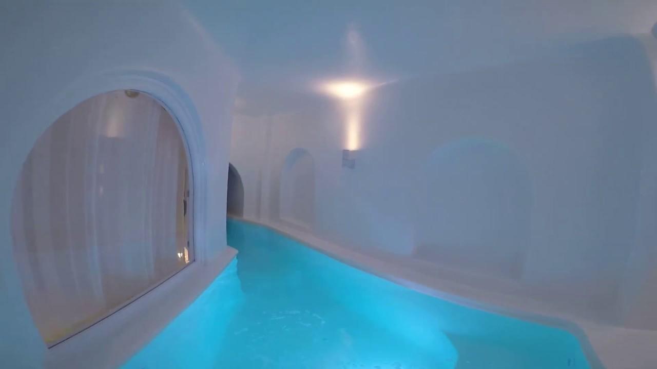 La Plus Belle Suite Du Monde Se Trouve En Grèce, On Vous La ... encequiconcerne Hotel Santorin Avec Piscine Privée