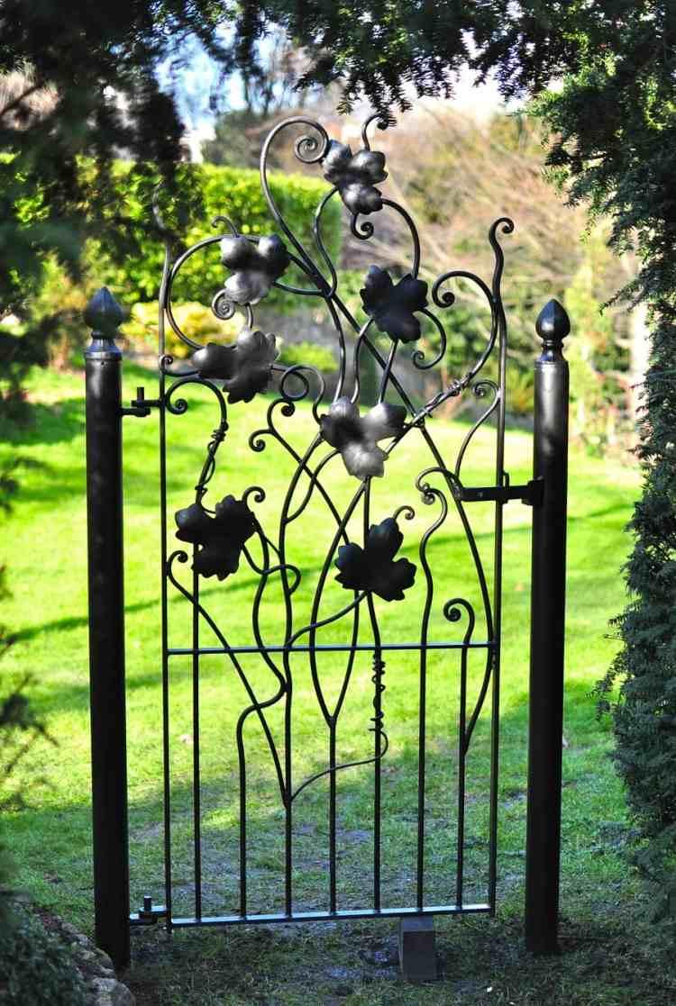 La Porte De Jardin Et Portail Nous Accueillent Avant ... encequiconcerne Porte De Jardin En Métal