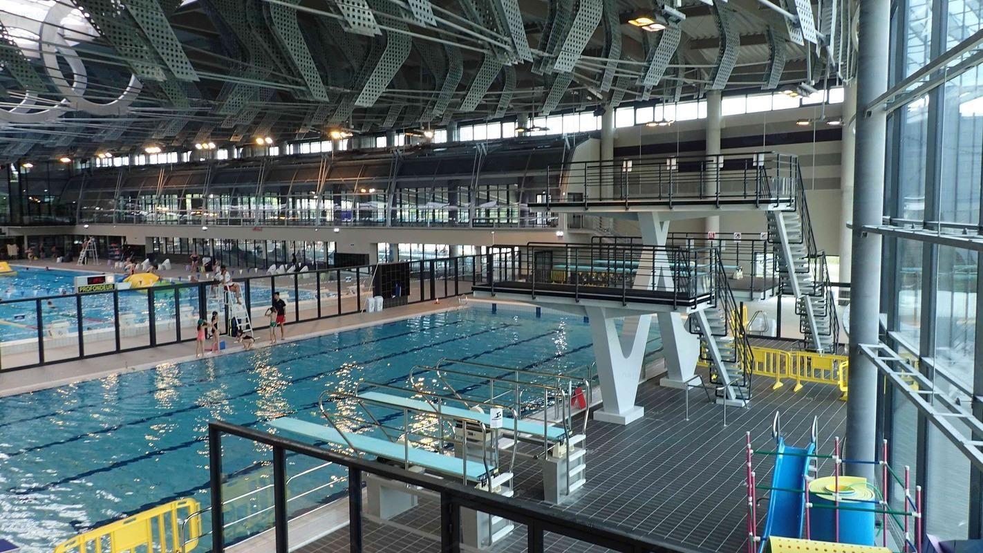 """Limoges (87 - Haute-Vienne, France) - Centre Aquatique """"L ... à Piscine Aquapolis Limoges"""