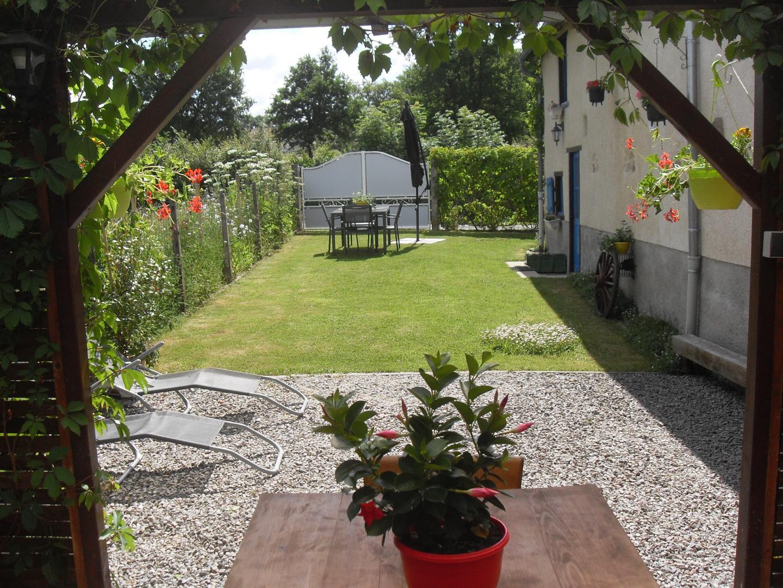 Location De Vacances Gîte Fleur Des Champs - La Petite-Marche Dans Allier  En Auvergne à Abri De Jardin Neris
