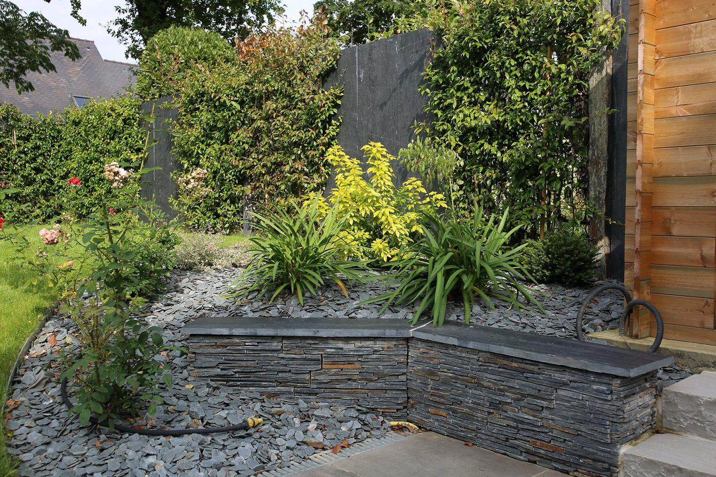 Massif En Pente | Bordure Paysage, Amenagement Jardin, Jardins serapportantà Idee Deco Jardin Avec Ardoise