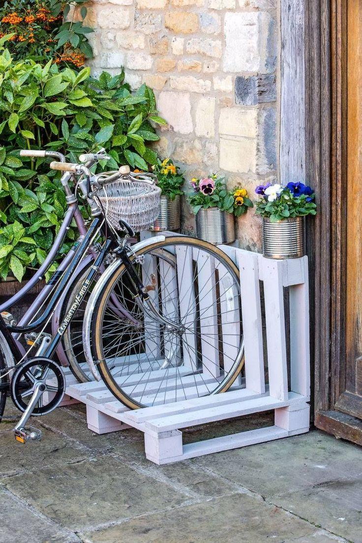 Pallet Bicycle Rack……. .Landscapemaga… | Diy Bike Rack ... concernant Range Vélo Palette