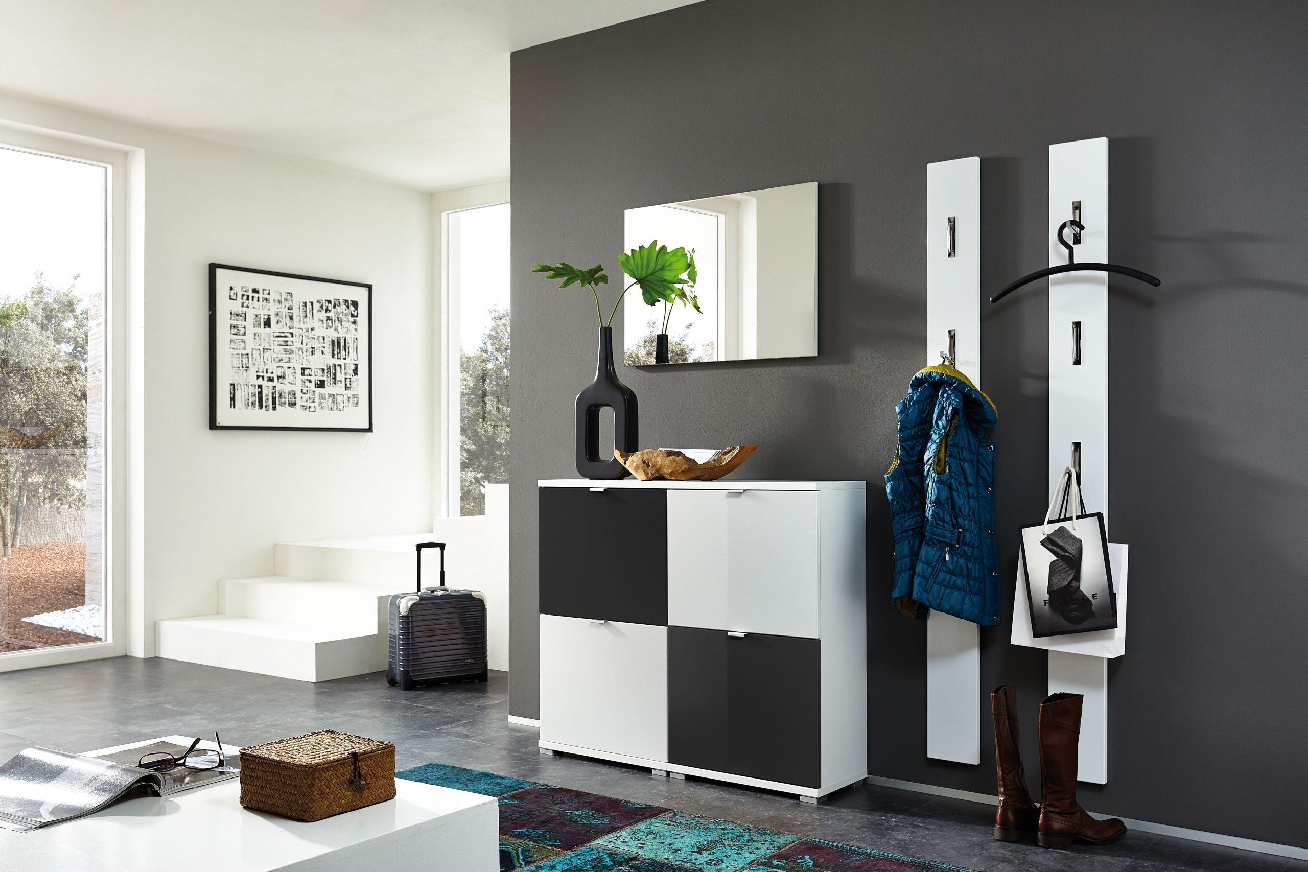 Porte-Manteaux Et Range-Chaussure Sont Toujours La Bienvenue ... concernant Meuble Chaussure Design Italien