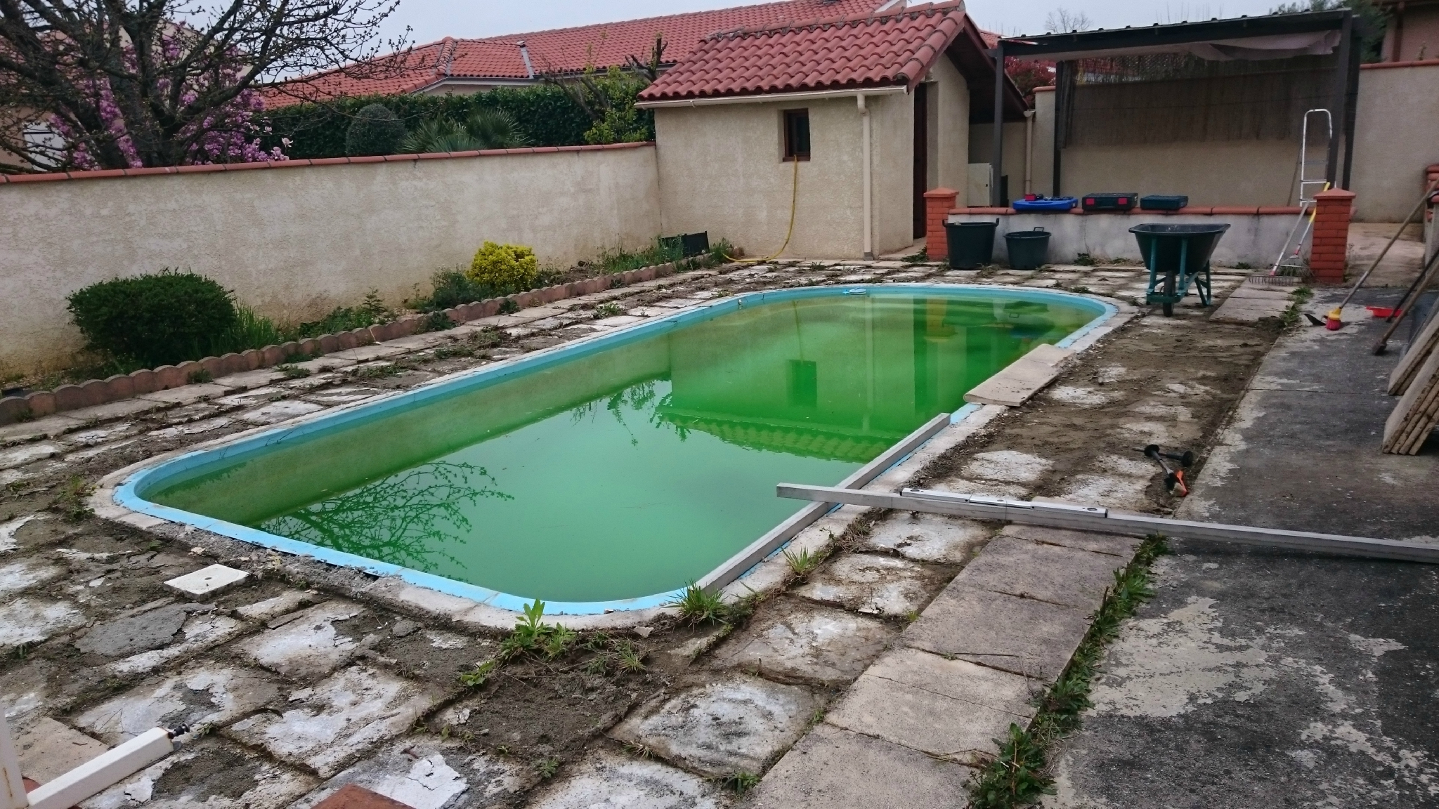 """Projet Terrasse Composite Pour Piscine """"Coque"""" = Rénovation ... avec Pose Terrasse Bois Autour Piscine Coque"""