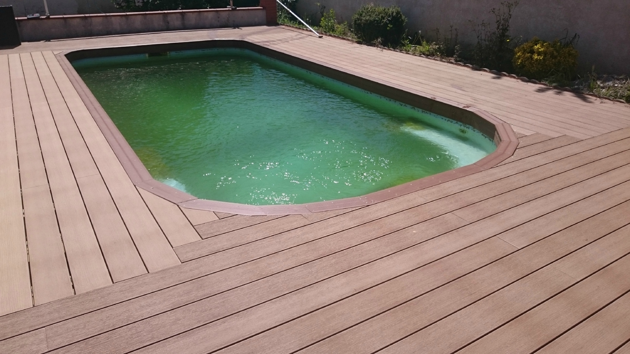 """Projet Terrasse Composite Pour Piscine """"Coque"""" = Rénovation ... concernant Pose Terrasse Bois Autour Piscine Coque"""
