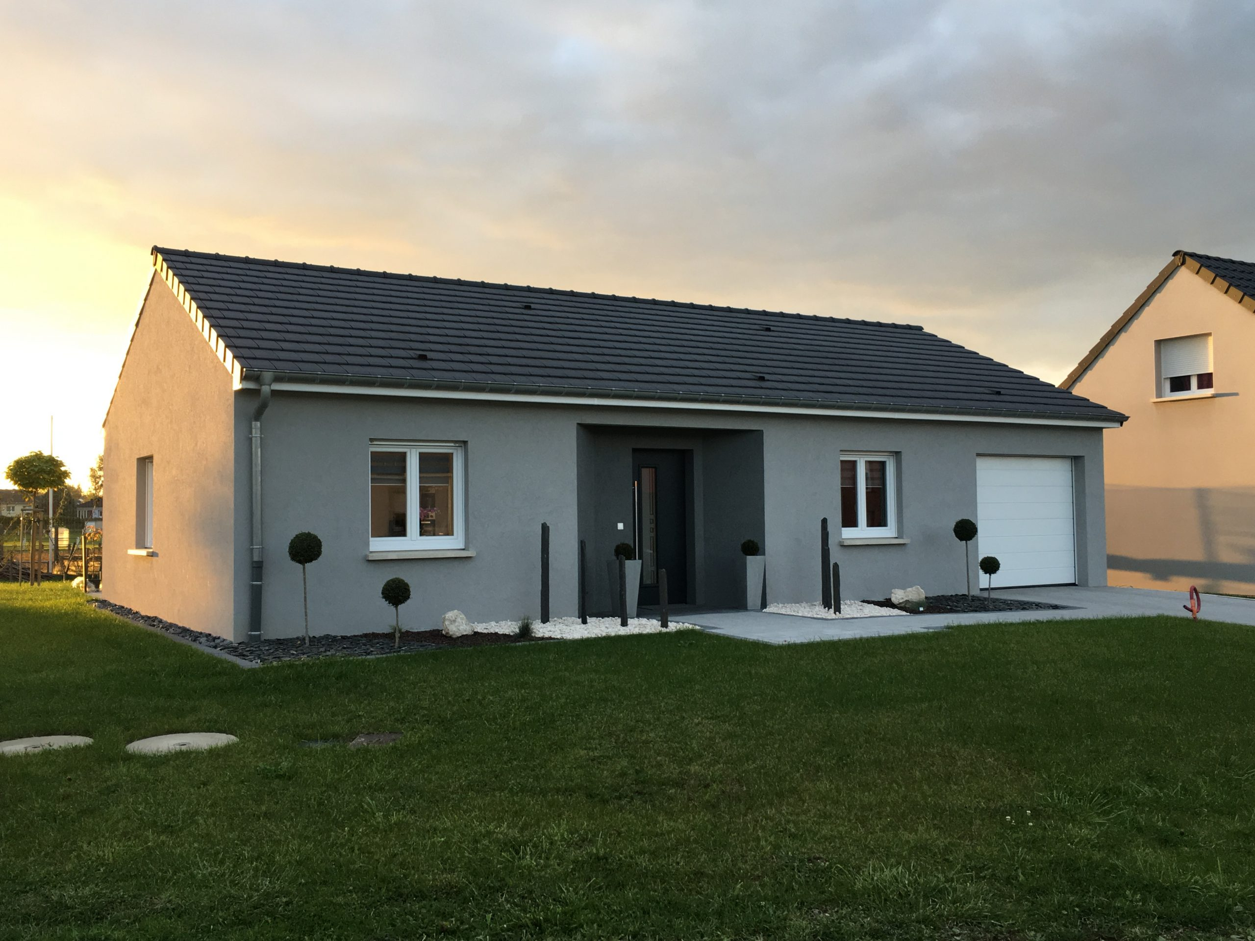 Sibille Bâtiment | Un Très Bel Aménagement Extérieur Du ... pour Aménagement Extérieur Maison Plain Pied