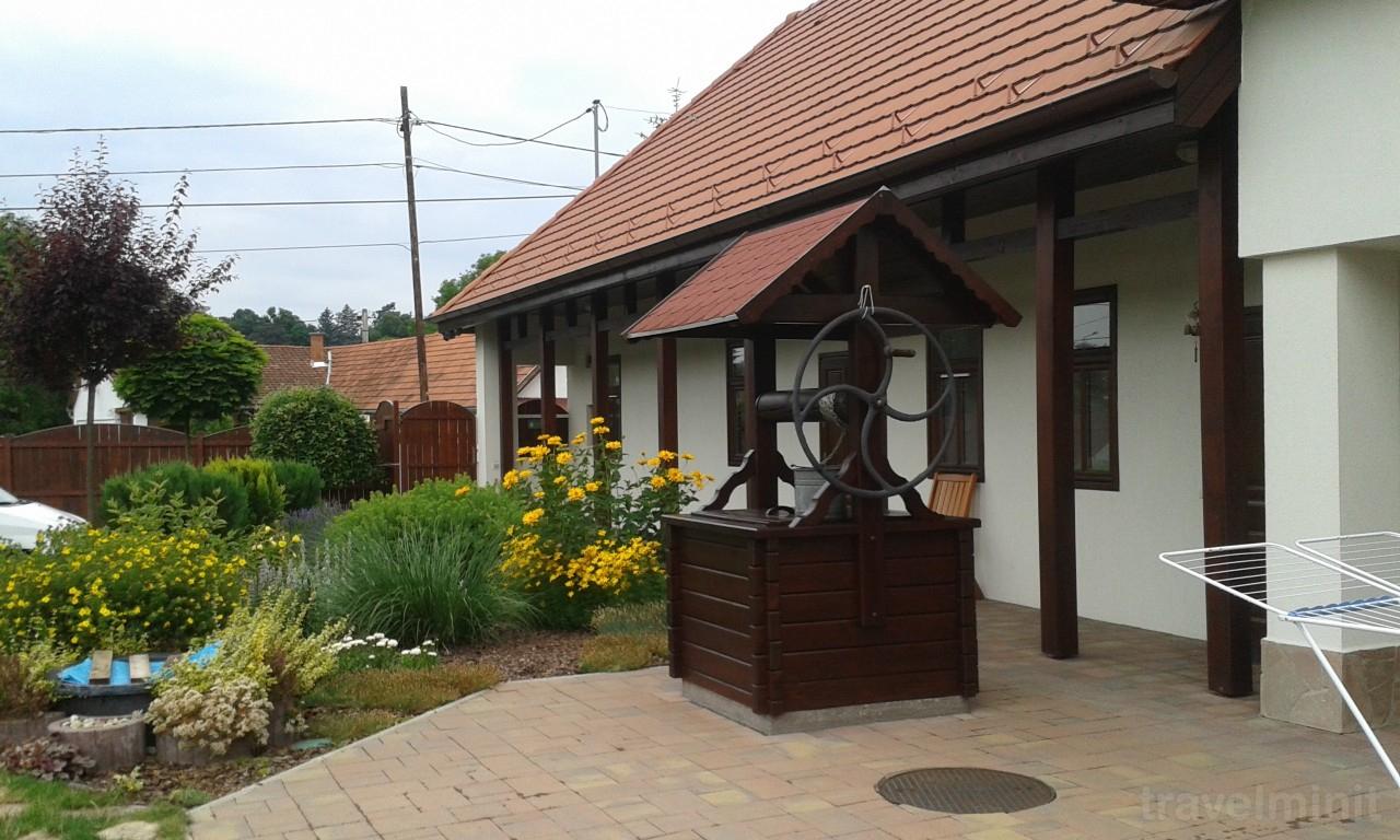 Tip-Top Lak Guesthouse Szilvásvárad — Travelminit intérieur Tip Top Yards