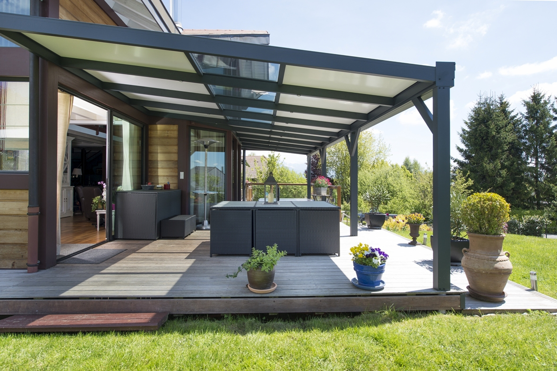 Une Terrasse Couverte Moderne : Combien Ça Coûte? - Guide ... intérieur Terrasse Couvertemoderne