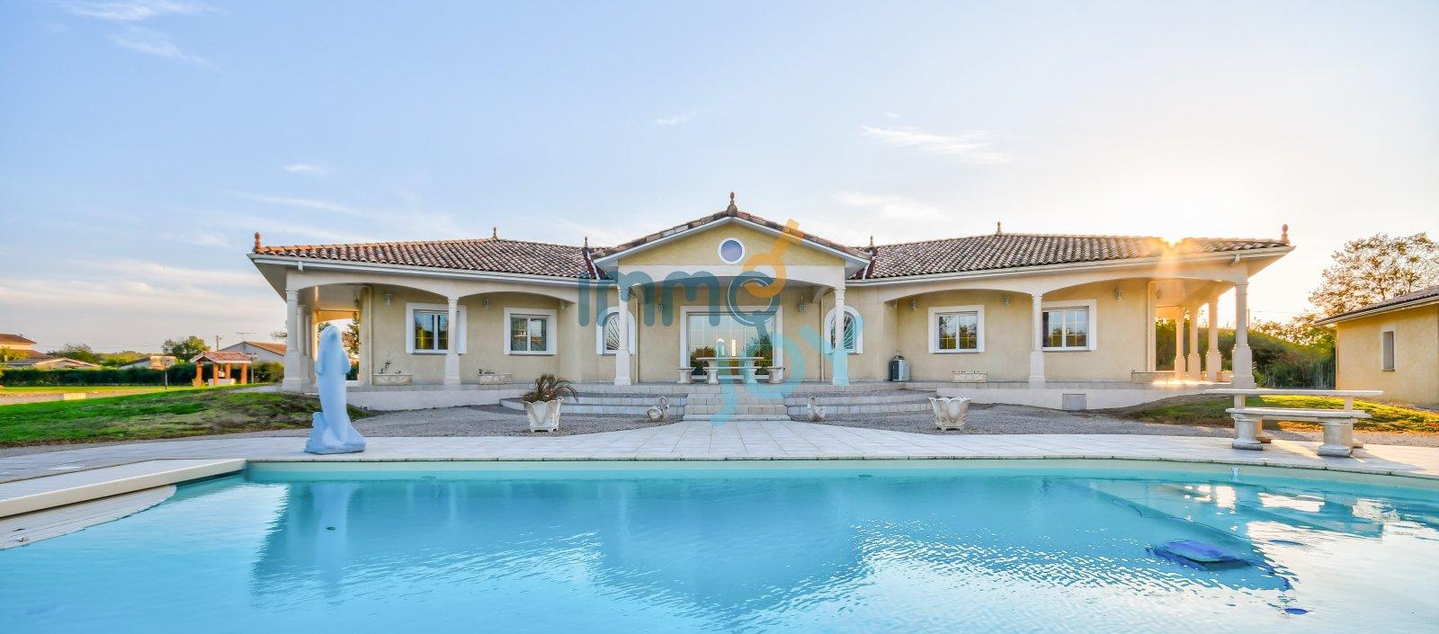 Vente Villa T7, 280 M², Sur Un Terrain De 11 000 M², Piscine ... à Piscine Carbonne