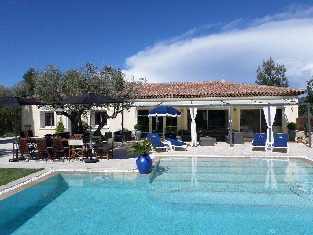 Villa Avec Piscine Chauffée, Le Castellet (9.4/10) | Tarifs ... serapportantà Location Villa France Avec Piscine