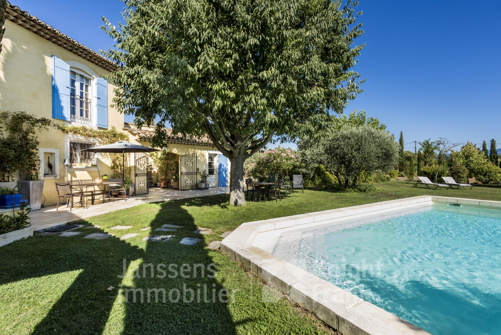 Villa With A View And Pool For Sale In St Saturnin Les Apt ... concernant Piscine Apt