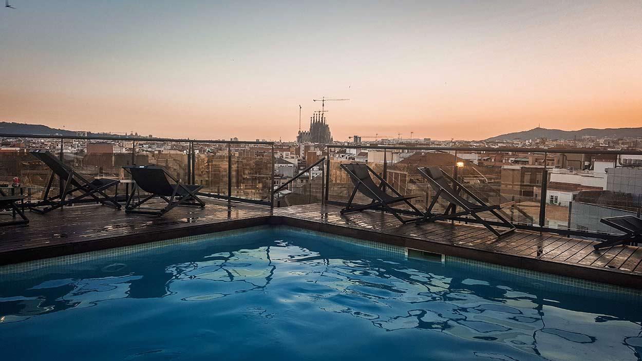 Visiter Barcelone | Hôtel Catalonia Atenas Piscine Rooftop ... dedans Hotel Avec Piscine Barcelone