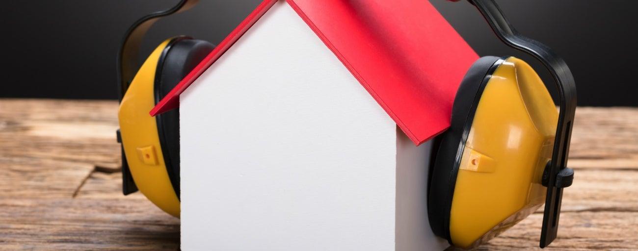 10 Conseils Pour S'Isoler Efficacement Du Bruit | Leroy Merlin intérieur Clôture Anti Bruit Leroy Merlin