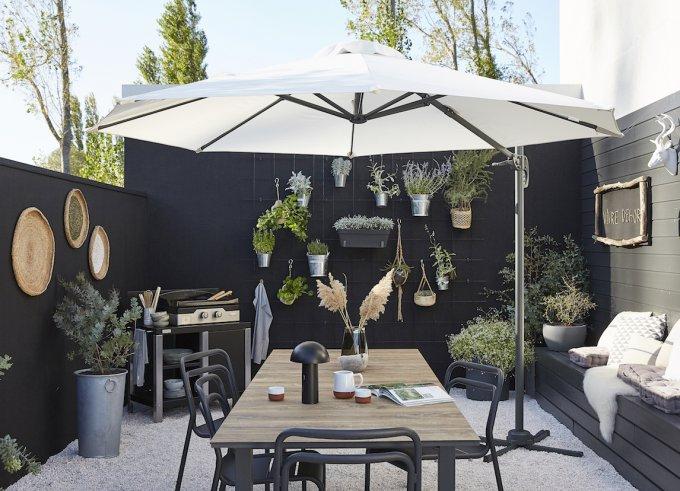 14 Beaux Parasols Pour Se Préserver Du Soleil Avec Style ... pour Toile Parasol Déporté 3X3 Leroy Merlin